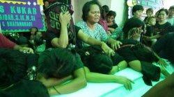 Korban Pembantaian di Papua: Tiba di Tenggarong, Jenazah Samuel Pakiding Disambut Tangis Keluarga