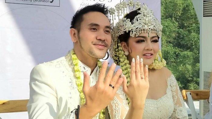 Pernikahan Jenita Janet dan Danuu Sofwan di kawasan Lembang, Bandung, Rabu (11/11/2020). Danu Sofwan merupakan seorang pengusaha dan pebisnis di bidang kuliner. Ia merupakan CEO dari PT Warisan Kuliner Indonesia.