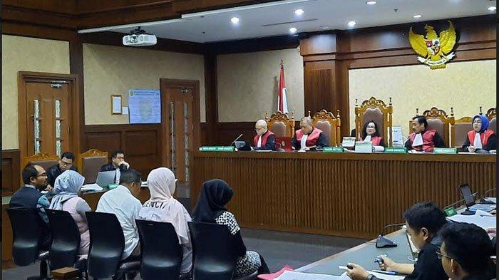 Artis Jennifer Dunn memenuhi panggilan sebagai saksi untuk terdakwa Tubagus Chaeri Wardana alias Wawan, Komisaris Utama PT Balipasific Pragama (BPP).