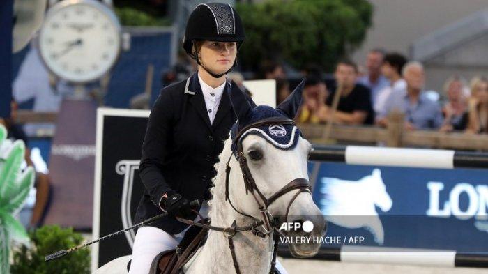 Jennifer Gates kompetisi lompat kuda Jumping International of Monaco sebagai bagian dari Global Champions Tour pada 24 Juni 2017 di Monako.