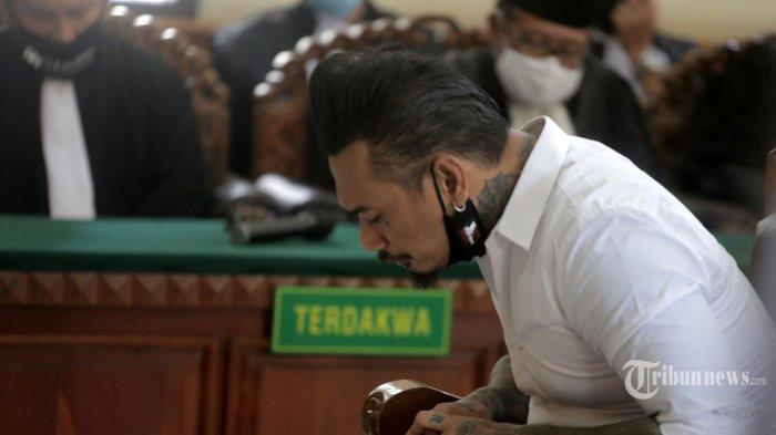 Dituntut 3 Tahun Penjara karena Postingan Kacung WHO, Jerinx Hari Ini Ajukan Pledoi