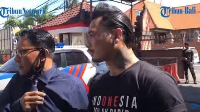 I Gede Ari Astina Alias Jerinx SID datangi Mapolda Bali , Kamis (6/8/2020).
