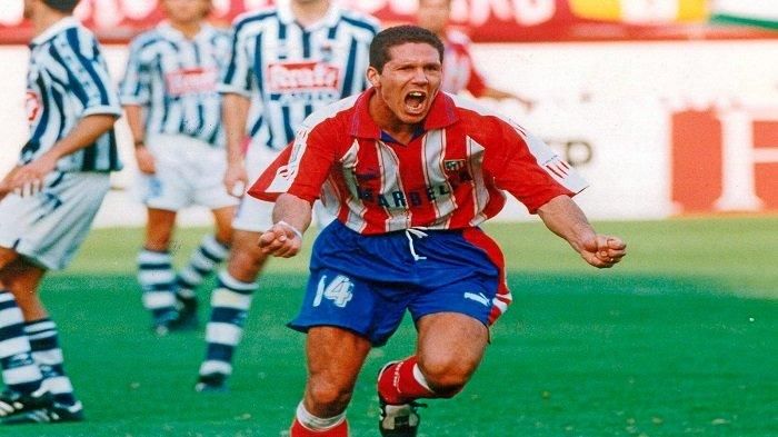 Jersey ikonik Atletico Madrid musim 1995/1996 yang dikenakan Diego Simeone