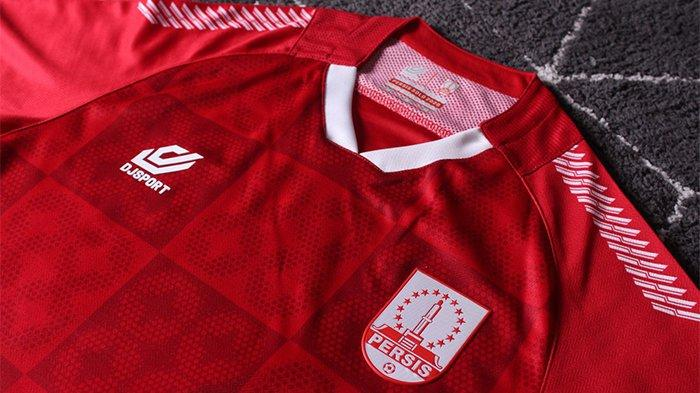 Jersey kandang Persis Solo, terinspirasi dari Batik Kawung yang ada di Stadion Manahan.