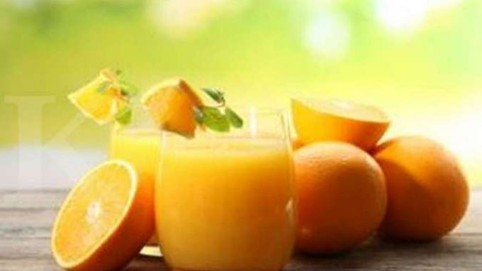 Sumber makanan yang mengandung banyak vitamin C.