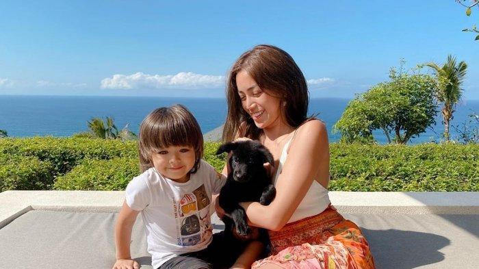 El Barack Tulis Pesan Haru, Jessica Iskandar Tak Kuasa Tahan Tangis, 'Cintanya Terasa Begitu Tulus'