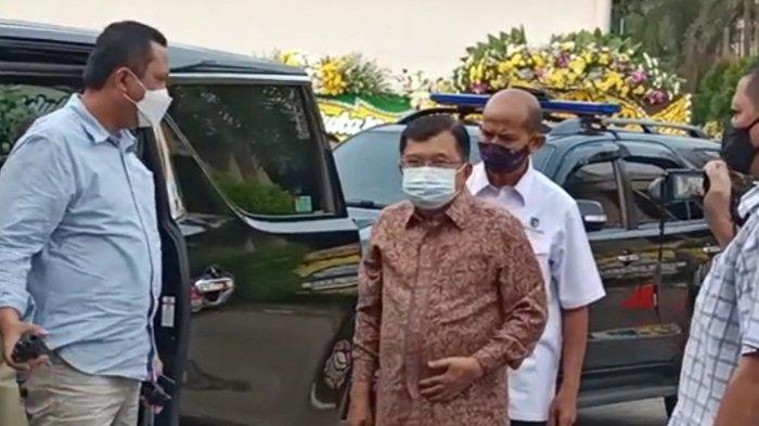 Jusuf Kalla Bersama Istri Melayat Mendiang Istri Menteri Yasonna, Elisye Widya Ketaren