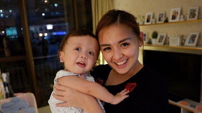 Joanna Alexandra Sabar Merawat Putrinya yang Idap Penyakit Langka, Ceritakan Ganti 'Sepatu Baru'