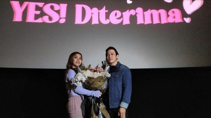 Jordi Onsu berikan kejutan, Ia menyatakan cintanya kepada Frislly Herlind, Senin (22/2/2021) disebuah teater bioskop di Senayan City, Jakarta Pusat .