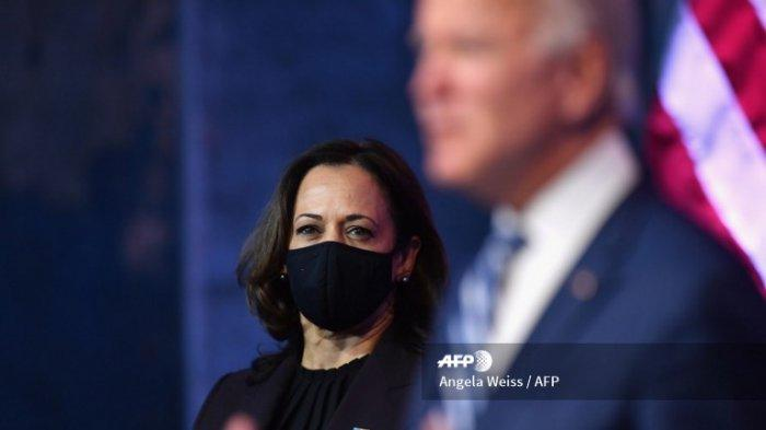 Presiden terpilih AS Joe Biden menyampaikan sambutan bersama Wakil Presiden terpilih AS Kamala Harris di The Queen di Wilmington, Delaware, pada 10 November 2020