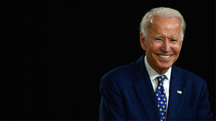 File foto yang diambil pada tanggal 28 Juli 2020 calon presiden dari Partai Demokrat AS dan mantan Wakil Presiden Joe Biden tersenyum saat ia berbicara selama acara kampanye di William