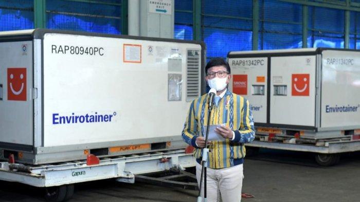 Menkominfo Johnny G. Plate saat memberi keterangan pers di Bandar Udara Internasional Soekarno-Hatta, Tangerang, Banten, Jumat (30/04/2021).