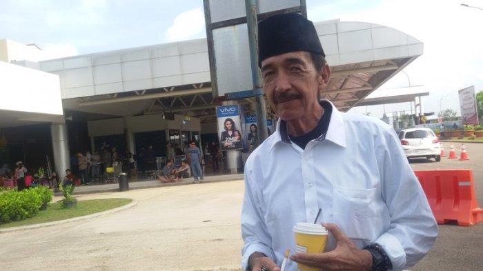 Johny Indo saat ditemui di Bandara Internasional Sultan Mahmud Badaruddin II, Palembang, Sumatera Selatan, Selasa (11/7/2017). SRIWIJAYA POST/WELLY HADINATA