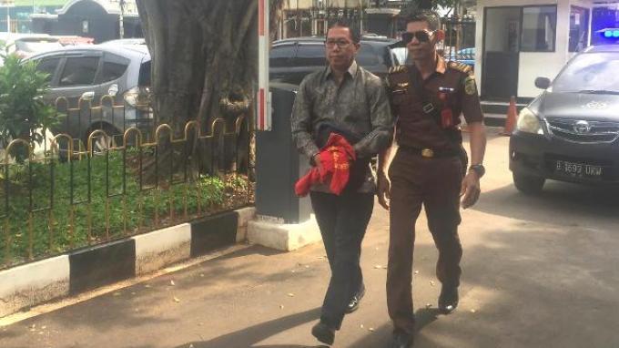 Tangan Diborgol, Joko Diryono Tiba di PN Jakarta Selatan