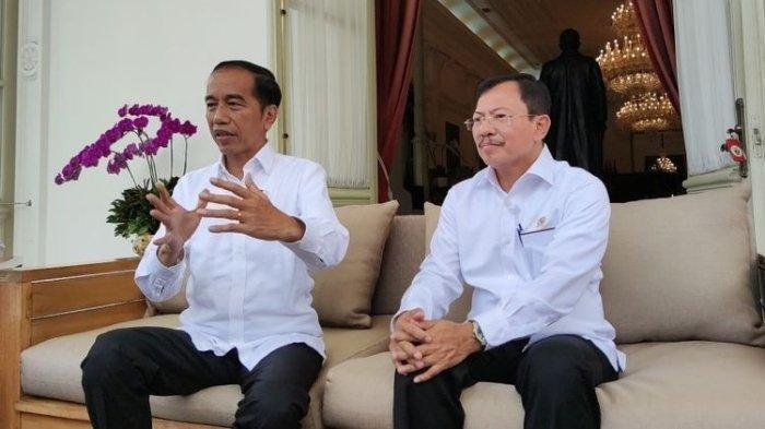 Presiden Joko Widodo bersama Menteri Kesehatan Terawan Agus Putranto umumkan kasus pertama positif Corona di Indonesia, di Istana Kepresidenan, Jakarta, Senin (2/3/20)