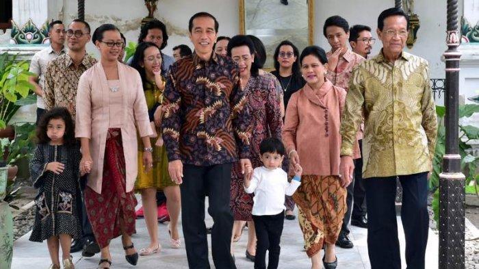 Padukan Sneakers dan Kain Batik, Penampilan Iriana Jokowi Tetap Elegan