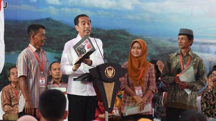 Presiden Jokowi Serahkan 3.218 Sertifikat Hak Atas Tanah di Kulon Progo