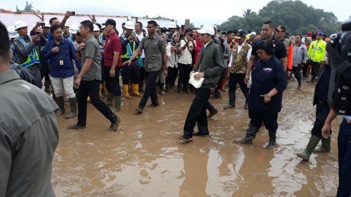Presiden Joko Widodo (Jokowi) di Kecamatan Sukajaya, Kabupaten Bogor, Jawa Barat, Senin (3/1/2020).