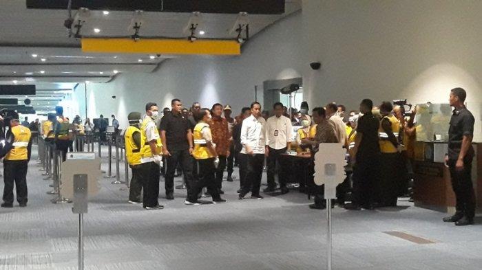 Presiden Cek Alat Pindai Suhu Tubuh di Bandara Soekarno-Hatta