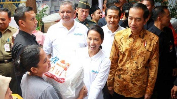 Presiden Jokowi Secara Simbolis Serahkan 200.000 Paket Sembako Gratis Milik BUMN