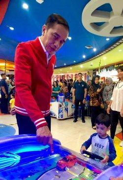 Jokowi 2 Kali Ajak Jan Ethes ke Mal di Sela Kegiatannya Jenguk Cucu Ketiganya di Solo