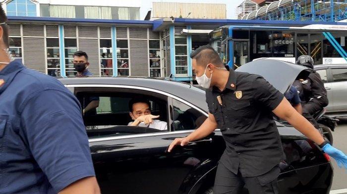 Jokowi Bagikan Sembako untuk Ojol dan Warga, Istana Sebut Bentuk Empati, Presiden PKS Beri Komentar