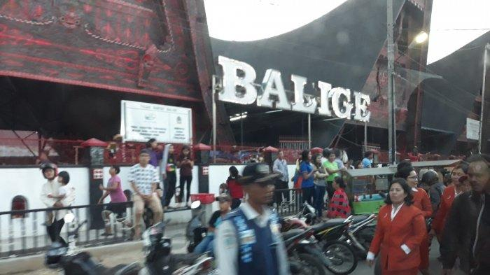 Kunker, Jokowi Sambangi Pasar Balige hingga Bagikan Kartu Indonesia Pintar