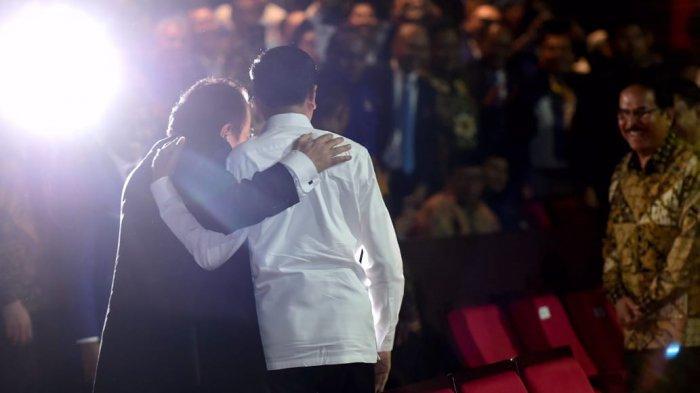 Usai berpelukan, Presiden Jokowi dan Surya Paloh bersalaman
