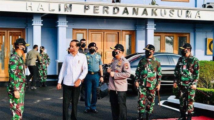 Kunker ke Provinsi Riau, Jokowi Tanam Mangrove dan Meninjau Titik Terdampak Abrasi Pantai Wisata
