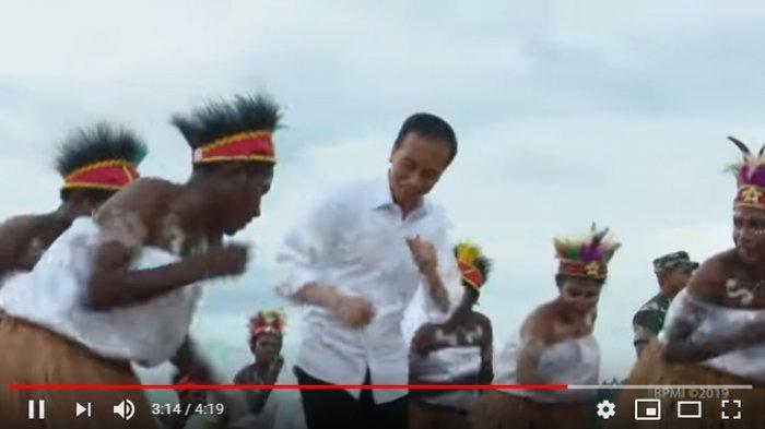 Presiden Joko Widodo dan Ibu Negara Iriana kunjungan kerja ke Provinsi Papua Barat, Minggu (27/10/2019). Keduanya menyambangi Taman Kota Senja di Kabupaten Kaimana, sebuah kabupaten yang terletak di