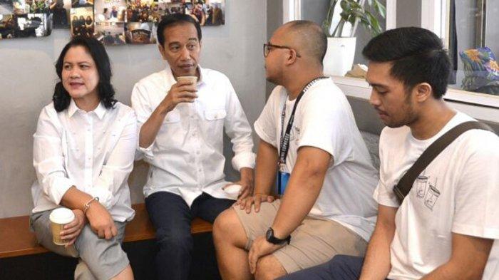Warga Terkejut Jokowi Sekeluarga Mendadak Datang ke Kedai Kopi Tuku
