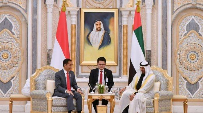 Presiden Joko Widodo mengadakan pertemuan bilateral dengan Putra Mahkota Abu Dhabi dan Wakil Panglima Tertinggi Angkatan Bersenjata Uni Emirat Arab Mohamed bin Zayed. Seperti dikutip dari siaran pers resmi, pertemuan dilakukan di Istana Kepresidenan Qasr Al Watan di Abu Dhabi, pada Minggu (12/1/2020) waktu setempat.