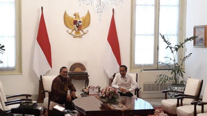 Presiden Jokowi melakukan pertemuan tertutup dengan Ketua Umum (Ketum) PAN Zulkifli Hasan alias Zulhas, Senin (14/10/2019) di Istana Merdeka.