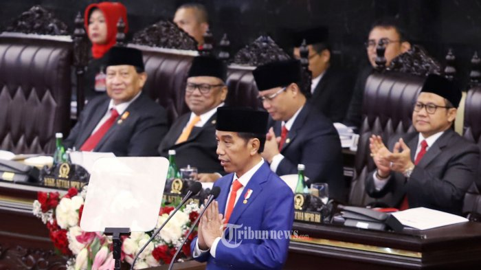 Presiden Joko Widodo saat menyampaikan pidato pada Sidang Tahunan MPR tahun 2019 di Kompleks Parlemen, Senayan, Jakarta Pusat, Jumat (16/8/2019). Sidang tersebut beragendakan penyampaian pidato kenegaraan Presiden Joko Widodo. Tribunnews/Jeprima