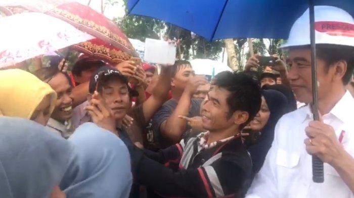 Jokowi Dicegat Warga Tulungagung Saat Menuju ke Hotel, Lihat Videonya