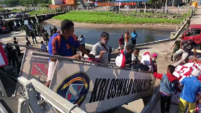 Jokowi Kirim 28 Ribu Paket Sembako untuk Korban Bencana di NTB dan NTT