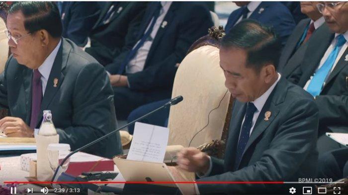 Presiden Joko Widodo menghadiri sesi Pleno Konferensi Tingkat Tinggi (KTT) ke-35 ASEAN yang digelar Sabtu (2/11/2019) di Impact Exhibition and Convention Center, Bangkok, Thailand.