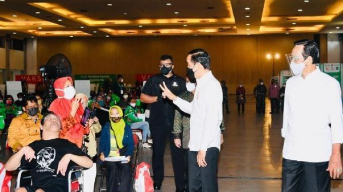 Presiden Jokowi Tinjau Vaksinasi Pelajar SLB di DIY