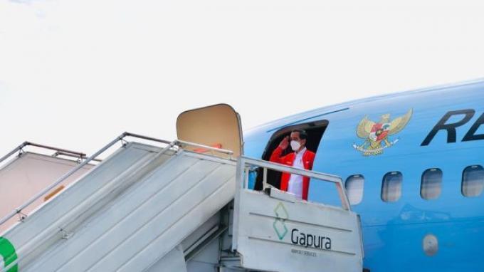 Menggunakan Pesawat Kepresidenan Indonesia-1 dan menerapkan protokol kesehatan yang ketat, Presiden Jokowi dan rombongan terbatas lepas landas dari Pangkalan TNI AU Halim Perdanakusuma, Jakarta, Selasa (26/1/2021) sekitar pukul 08.25 WIB ke Kota Palembang guna melakukan kunjungan kerja.