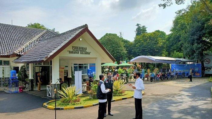 Presiden Joko Widodo (Jokowi) mendatangi Puskesmas di Tanah Sereal, Bogor, Jawa Barat, Rabu (18/11/2020).