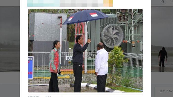 Cerita di Balik Foto Jokowi Payungi Gubernur Papua