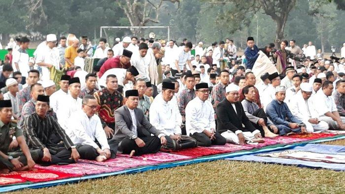 Presiden Jokowi dan Ibu Negara Iriana Salat Idul Adha bersama Warga di Kebun Raya Bogor