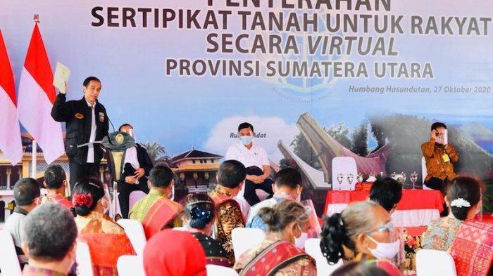 Jokowi Serahkan 22.007 Sertifikat Hak Atas Tanah di Humbang Hasundutan