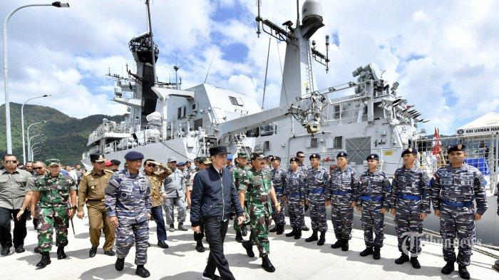 Presiden Joko Widodo meninjau kesiapan kapal perang Usman Harun di Puslabuh TNI AL d Selat Lampa, Natuna, Rabu (8/1/2020). Selain itu Jokowi juga mengadakan silaturahmi dengan para nelayan di Sentra Kelautan Perikanan Terpadu (SKPT) Selat Lampa Natuna. TRIBUNNEWS/SETPRES/AGUS SUPARTO