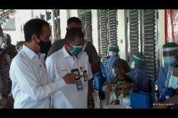 Jokowi Sapa Pedagang Pasar Beringharjo dan PKL Malioboro yang Ikut Vaksinasi Massal