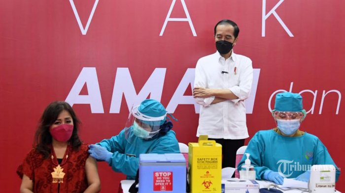 Presiden Jokowi Tinjau Vaksinasi Gotong Royong Perdana dan Proyek Kereta Cepat Jakarta-Bandung