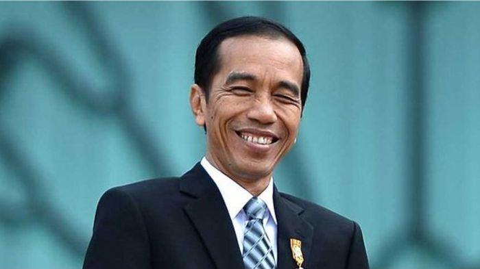 'Dihadang' Wartawan, Presiden Jokowi Beri Secarik Kertas, Saat Dibuka Isinya Bikin Ngakak