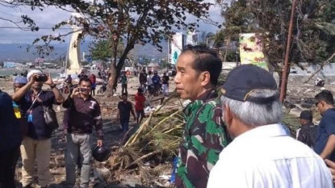 Tiba di Palu, Presiden Jokowi Langsung Pimpin Ratas dan Tinjau Wilayah Terdampak Tsunami