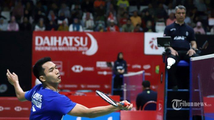 Pebulutangkis Jonatan Christie melawan wakil Taiwan Wang Tzu Wei pada babak 16 besar Indonesia Masters 2020 di Istora Senayan, Jakarta Pusat, Kamis (16/1/2020). Jonatan berhasil melaju dengan mulus ke babak perempat final setelah berhasil menaklukkan lawannya dengan skor 21-15 dan 21-15. Tribunnews/Jeprima