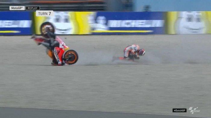 Momen saat Jorge Lorenzo mengalami insiden pada sesi FP1 MotoGP Belanda 2019, Jumat (28/6/2019)